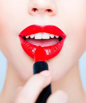 Best_Red_Lipstick_for_Your_Skin_Tone-300x360